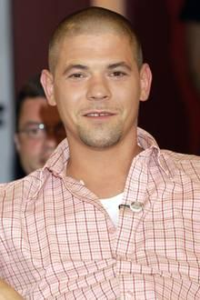 """In 2004 steht Tim Mälzer noch an den Anfängen seiner Tv-Karriere. Erst kurz zuvor hat er sein Debüt in """"Schmeckt nicht, gibt's nicht"""" gegeben und wird nun erstmals für den Deutschen Fernsehpreis nominiert."""