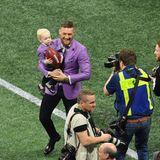 UFC-ChampionConor McGregor und SöhnchenConor Jr. freuen sich auf das Finale zwischen den Los Angeles Rams und New England Patriots.