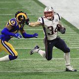 """Aus dem Weg, ich habe einen Super Bowl zu gewinnen! PatriotRex Burkhead walzt sich seinen Weg in Richtung """"Goal Line""""."""
