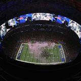 Riesen Trubel nach dem Sieg: Aus der Vogelperspektive kann man den kleinen NFL-Ameisen inAtlantas Mercedes-Benz Stadium beim Feiern zusehen.
