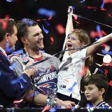 Tom Bradys Tochter entpuppt sich als großer Football-Fan: Die süße Vivian flippt bei dem Sieg ihres Papas völlig aus.