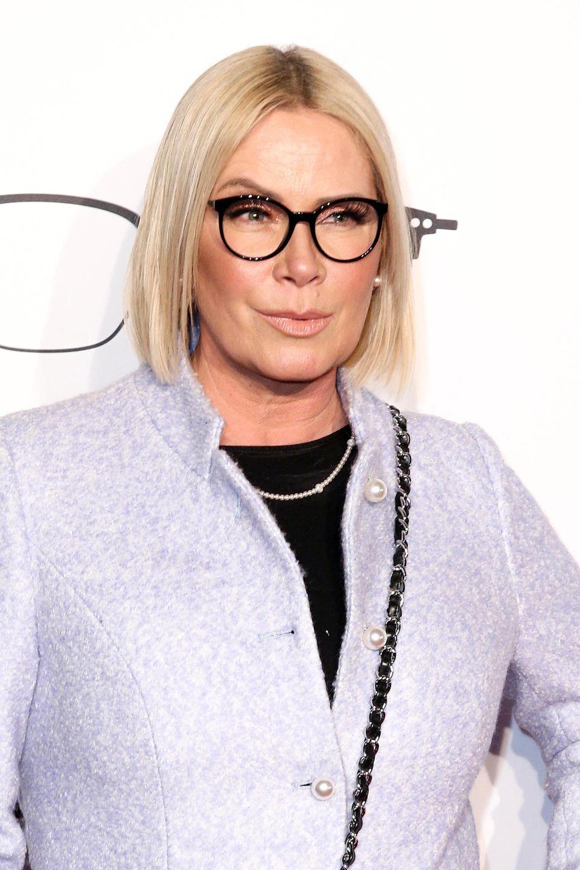 Gerade noch war Claudia Effenberg bei einem Event in München mit glattem, längerem Bob-Schnitt zu sehen, auf Instagram fragte sie sich dann, ob sie die Haare wirklich schneiden lassen soll. Unddas Ergebnis...