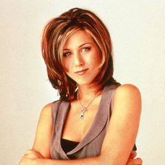"""1995  Jennifers typischer """"Rachel""""-Look war Mitte der Neunziger ganz groß in Mode."""