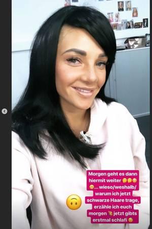 Evelyn Burdecki zeigt sich auf Instagram mit schwarzer Perücke