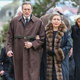 Herzogin Diane von Württemberg und ihr Sohn Herzog Eberhard von Württemberg sind gekommen, um Abschied zu nehmen.