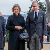 Königin Sofia von Spanien steht neben Jean de France, dem Sohn und Nachfolger des verstorbenenHenrid'Orléans.