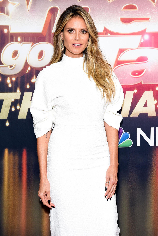Wow! In diesem weißen Kleid im 80ies-Look könnte Topmodel Heidi Klum auch problemlos vor den Traualtar treten.