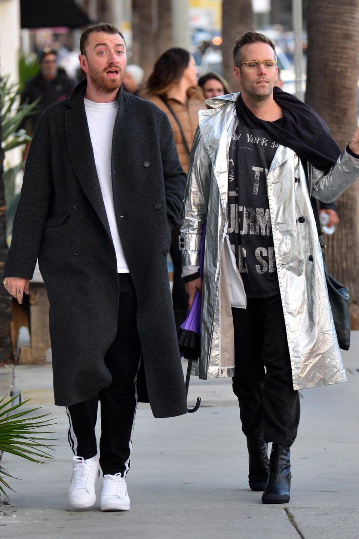 4. Februar 2019   Gut gelaunt spaziert Sänger Sam Smith (li.) mit einem Freund durch Venice.