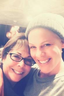Dass Pink einen Stern auf dem Walk of Fame erhalten wird, ist an ihrer Mama nicht vorbeigegangen.Judy Moore wird bei der Feier auf dem Hollywood Boulevard an der Seite ihrer berühmten Tochter sein.