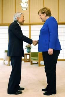 4. Februar 2019  Kaiser trifft Kanzlerin: In Tokio besucht Angela Merkel unter anderem auch Kaiser Akihito. Der Royal empfängt die Politikerin in seinem Kaiserpalast und läutet damit ihren zweitägigen Japan-Besuch ein.