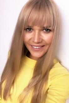 Neuer Look für die ehemalige GNTM-Teilnehmerin Sara Kulka. Auf Instagram präsentiert sich die Blondine nach ihrem Friseurbesuch und trägt nun wieder Pony. Schon einmal wagte Sara diese Typveränderung - offenbar hat sie Gefallen daran gefunden.