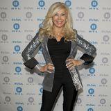 In 2011 setzt Carmen Geiss auf den elegant-schillernden Auftritt. Ihr Blazer ist komplett mit silbernen Pailletten bestickt.