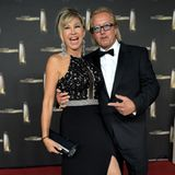 """Beim """"Deutschen Fernsehpreis 2014"""" legtCarmen Geiss den absoluten Glamour-Auftritt hin. Das Oberteil ihres Kleides besteht aus schicker Spitze, ihre Pumps sowie der Taillengürtel sind mit Glitzersteinen bestzt"""
