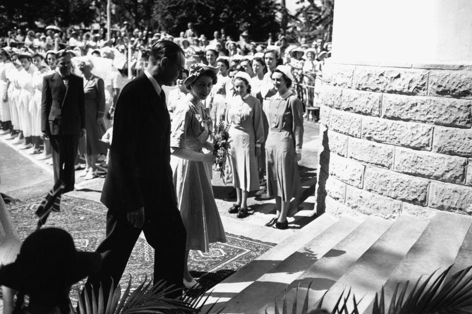 """Prinzessin Elizabeth beim Besuch des """"Elizabeth Hospital"""" in Nairobi, 3. Februar 1952"""