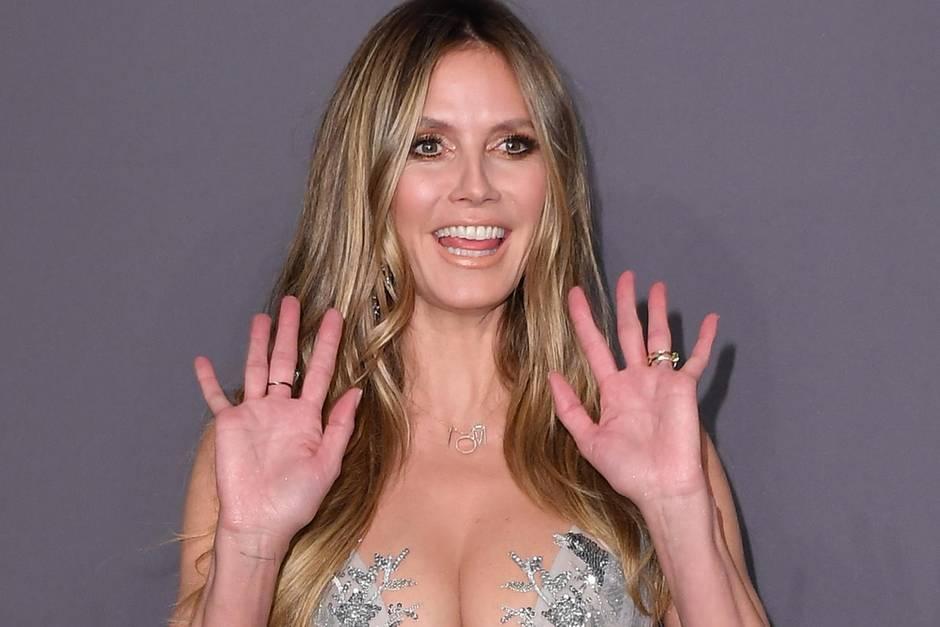 Heidi kommt ausnahmsweise ohne ihren Verlobten Tom Kaulitz und zeigt ziemlich viel Dekolleté.