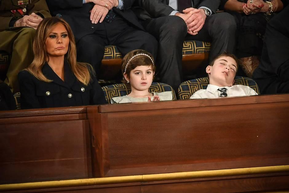 Melania Trump hört ihrem Gatten gespannt zu, Joshua Trump findet's zum Einschlafen