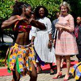 """Beim Besuch der Projekte """"INGC"""" und """"Climate Change"""" des Welternährungsprogramms der Vereinten Nationen (WFP) wird für dieKönigin von Belgien ein traditioneller Tanz aufgeführt."""