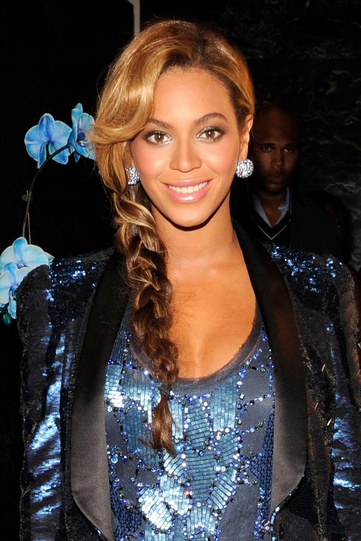 Beyoncé trägt einen französischen Zopf