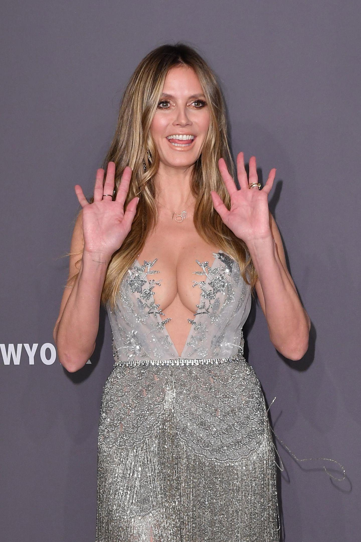 Bei der amfAR-Gala in New York erscheint Heidi Klum ohne ihren Verlobten Tom Kaulitz. Oder etwa doch nicht? So ganz ohne ihre Liebsten geht Heidi nämlich nicht aus dem Haus ...