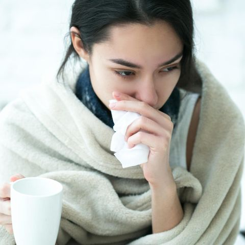 Die typischen Symptome einer Erkältung sind vor allem Schnupfen und eine verstopfte Nase