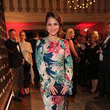 SchauspielerinCristina do Rego in farbenfroher Robe von Etro.