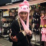 7. Februar 2019  Ob das der neue Schrei wird? Amber Heard zeigt sich in Tokio mit einer ungewöhnlichen Kopfbedeckung. Nicht nur die Farbe der Mütze sorgt für Verwunderung, auch das aufgestickte Design kommt eher ungewöhnlich daher.