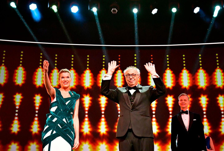 Moderatorin Anke Engelke und Berlinale-Direktor Dieter Kosslick eröffnen die Berlinale 2019.