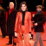 Es muss nicht immer ein Abendkleid auf dem Red Carpet sein: Marie Nasemann beweist, dass Frau auch in einem Hosenanzug eine ziemlich gute und elegante Figur machen kann.