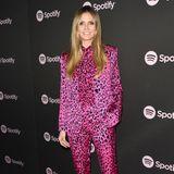 Wild, wilder, Heidi: Zur Spotify New Artist Pre-Grammy Party zeigt sich das Model in einem Allover-Leo-Look und zwar in Pink! Mehr geht wohl kaum - doch wenn es jemand tragen kann, dann Heidi!
