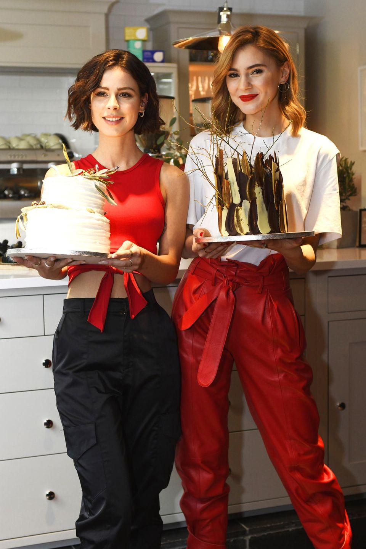 Modisch perfekt aufeinander abgestimmt und mit leckerer Torte in der Hand, eröffnenLena Meyer-Landrut und Stefanie Giesinger im Rahmen der Berlinale das worth it! CAFÉ by L'Oréal Paris.