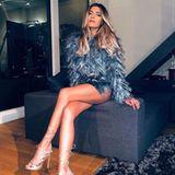 Auf Instagram präsentiert Sophia Thomalla ebenfalls stolz ihren Look. Im Sitzen sieht es dann beinahe so aus, als würde die hübsche Schauspielerin nur ein Oberteil tragen.