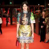 Marie Nasemann mischt mit ihrem ausgefallenen Kleid den Red Carpet der Berlinale auf.