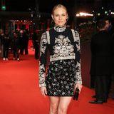 Perfekter Look: Hollywood-Star Diane Kruger verzaubert in einer Kombination aus besticktem Oberteil und Rock auf dem roten Teppich der Berlinale.