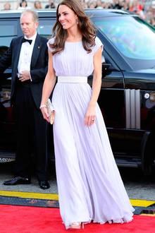 In einer fliederfarbenen, fließenden Robe: So verzauberte Herzogin Catherine 2011.