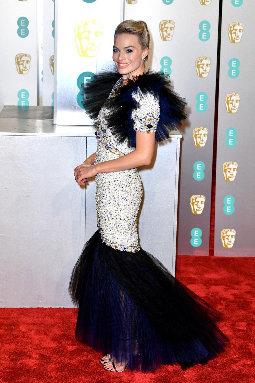 Margot Robbie strahlend schön in einem Haute Couture-Kleid von Chanel.