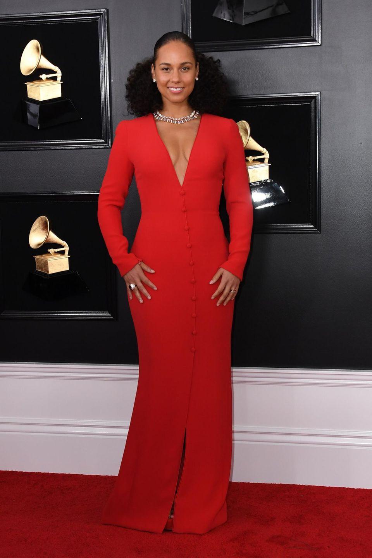 Alicia Keys überzeugt als Lady in Red mit natürlichem Make-up.