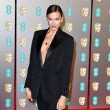 Topmodel Irina Shayk zeigt, dass auch elegante Anzüge sehr sexy sein können.