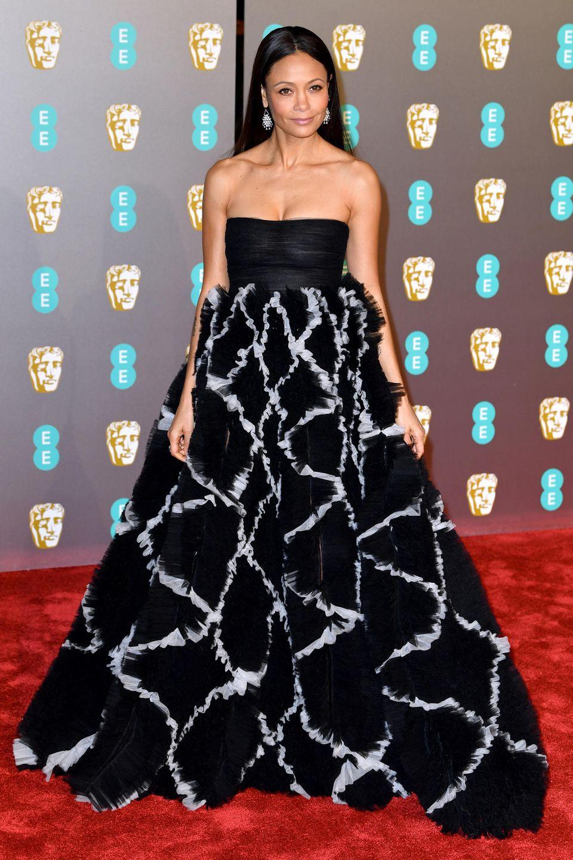 Thandie Newton bezaubert bei den Baftas im schwarz-weißen Valentino-Kleid.