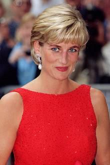 Prinz Williams Mutter hatte diese oft getragen. Immer wieder sind sowohl Herzogin Catherine als auch Herzogin Meghan mit Schmuckstücken von Diana zu sehen. Es ist jedoch das erste Mal, dass Catherine dieses Paar trägt.