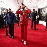 Der US-amerikanische Singer-SongwriterFantastic Negritoglänzt mit seinem extrovertierten Outfit.