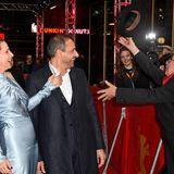Ganz schön windig:Juliette Binoche und Regisseur Safy Nebbou amüsieren sich über den freiheitsliebenden Hut von Festival-Direktor Dieter Kosslick.