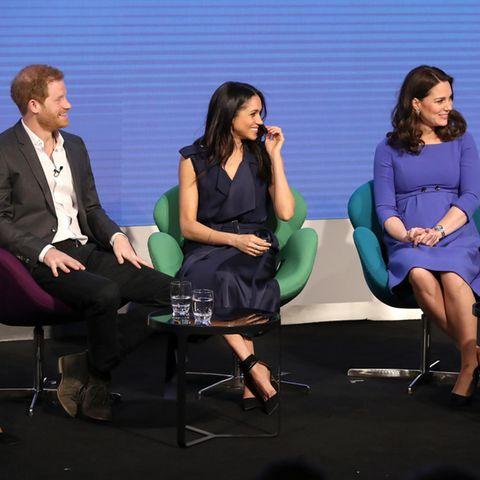 """Prinz Harry, Meghan Markle, Herzogin Catherine und Prinz William bei ihrem ersten Auftritt als """"Fab Four"""" am 28. Februar 2018 in London"""