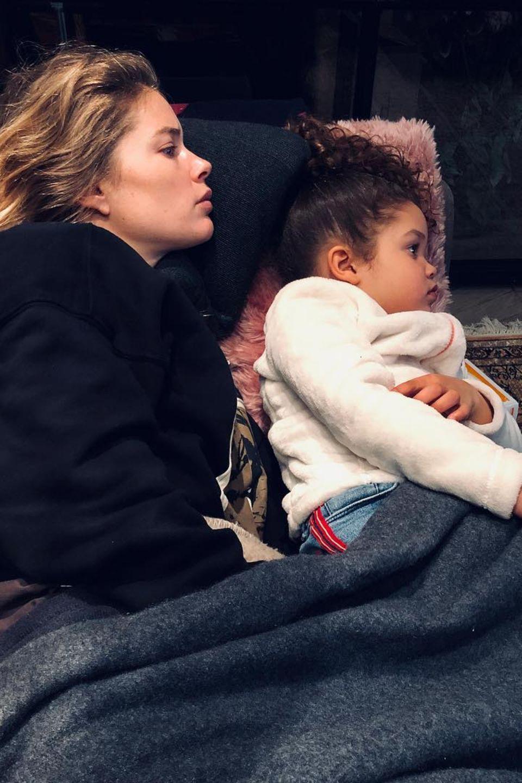 11. Februar 2019  Zeit zum Kuscheln: Sunnery James teilt einen privaten Familienmoment seiner Ehefrau Doutzen Kroes und TochterMyllena Mae.