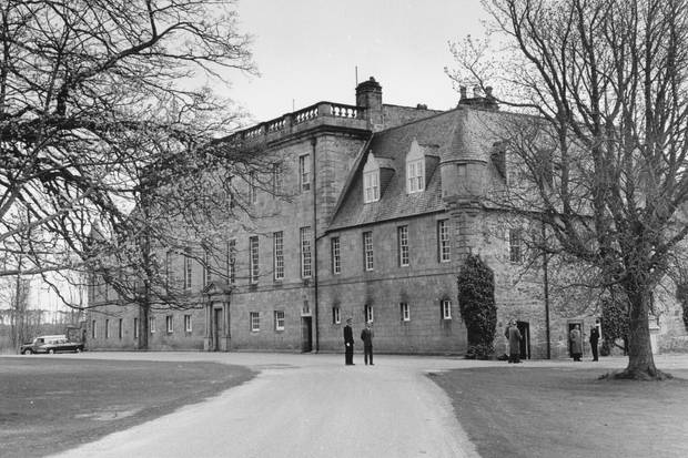 Bis 1962besuchte Prinz Charles dasGordonstoun-Internat