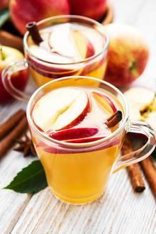 Heißer Apfelsaft mit Zimt kann Halsweh lindern