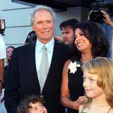 Clint Eastwood  Dirty Harry ist 66 Jahre alt, als er mit seiner zweiten Ehefrau, Dina Ruiz, Tochter Morgan 1996 auf der Welt willkommen heißt.
