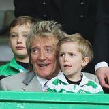 Rod Stewart  Im Jahr 2011 wird der Ausnahmemusiker zum siebten Mal Vater. Als Sohn Aiden Patrick Stewart das Licht der Welt erblickt ist sein Papa bereits 60 Jahre alt.
