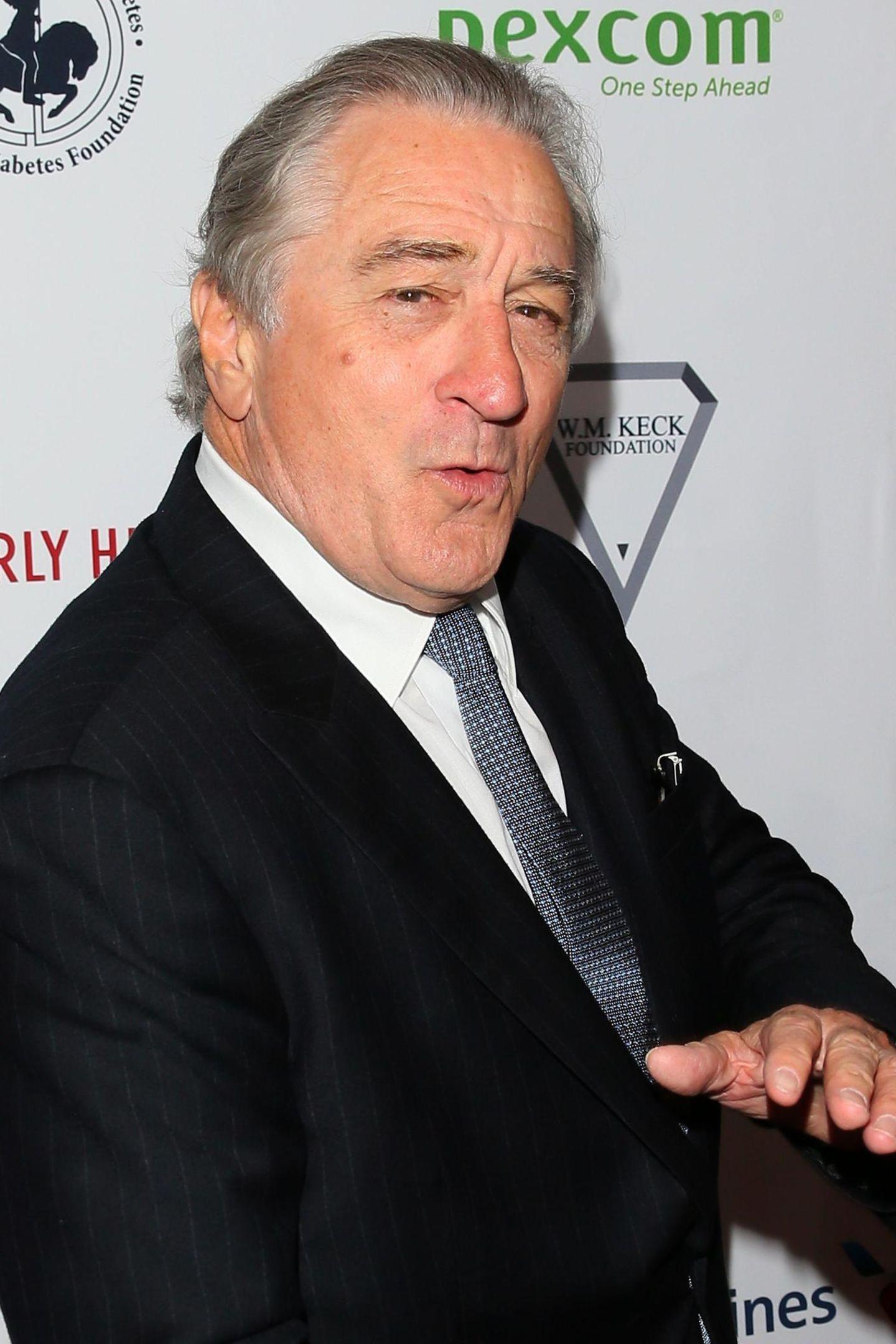 Robert De Niro  Der Oscarpreisträger gehört ebenfalls in die Riege der Alt-Väter. Dank einer Ersatzmutter können sichder damals 68-jährige Schauspieler und seine mittlerweile Ex-Frau Grace Hightower im Jahr 2011 über Töchterchen Helen Grace freuen.