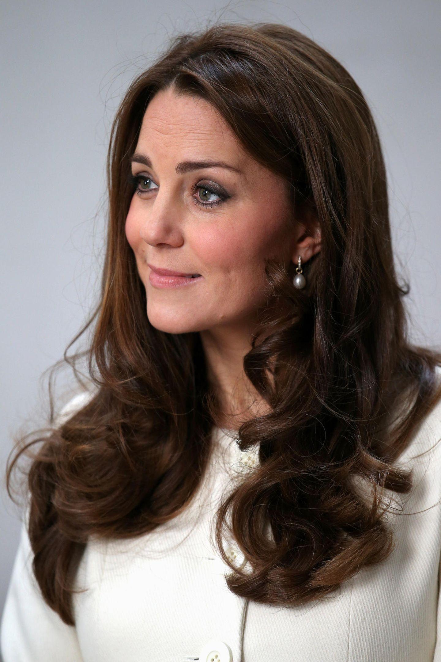 Für ihr schokobraunes Haar ist Herzogin Catherine definitiv zu beneiden. Spliss und spröde Spitzen scheint sie nicht zu haben.