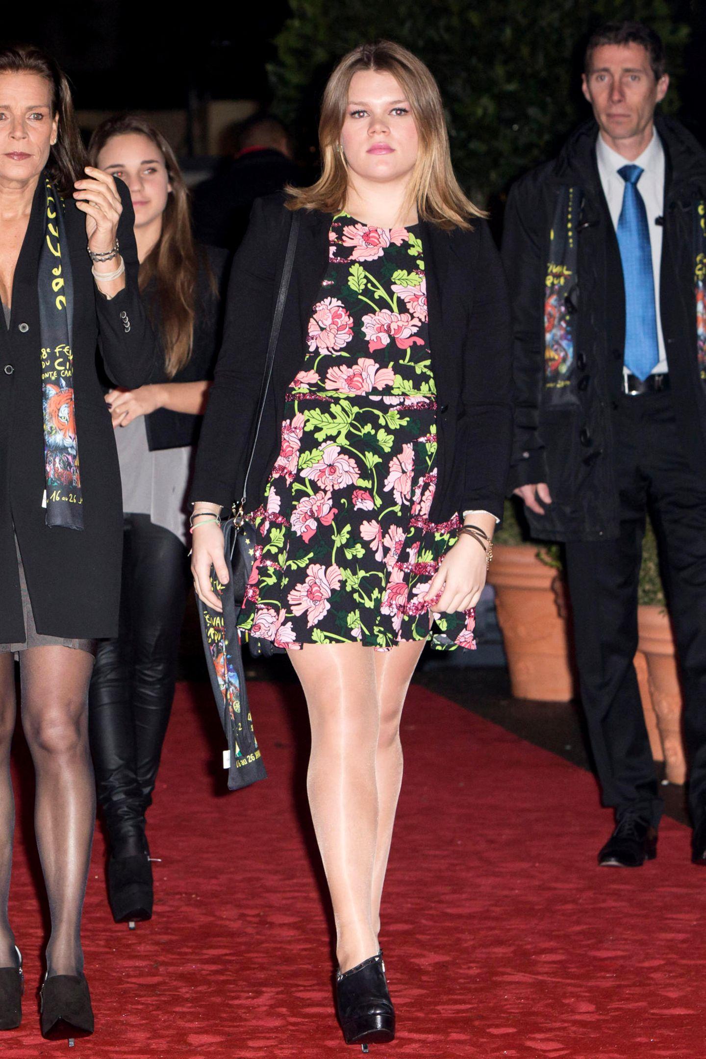 Camille Gottlieb, jüngste Tochter von Prinzessin Stéphanie von Monaco, hat sich vom Moppelchen zum sexy Vamp entwickelt, bei dem die Männer Schlange stehen dürften.